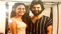 'Wink girl' Priya Prakash Varrier, Vijay Deverakonda are all smiles in this viral picture