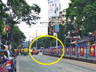 Kolkata man cheats death, but almost loses ears in footboard