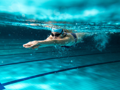 How to burn fat while swimming