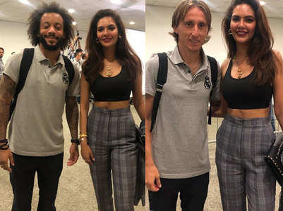 Esha poses with Real Madrid football stars