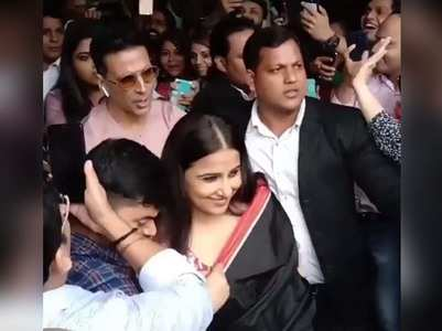 Vid: Akshay protects Vidya from a sea of fans