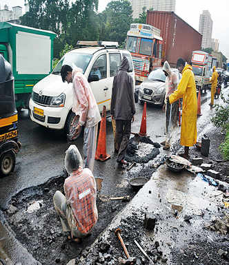 Potholes: Motorists spend 3 hours to cover 7-km stretch