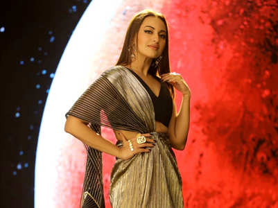We're loving Sonakshi Sinha's sexy metallic sari