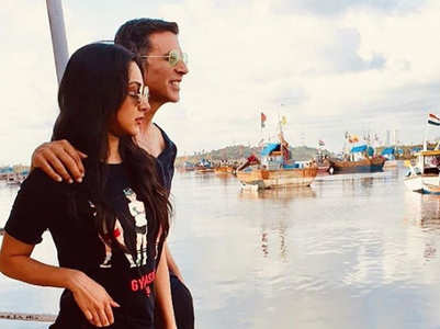 Kiara Advani and Akshay Kumar twin in black