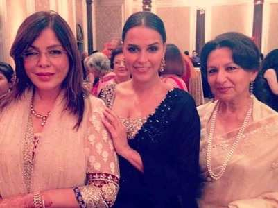 Neha's fan girl moment with Zeenat & Sharmila