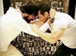 Salman Khan wrestles 'Pehlwaan' star Kichcha Sudeep