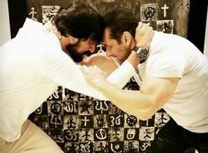Salman wrestles Pehlwaan star Kichcha Sudeep