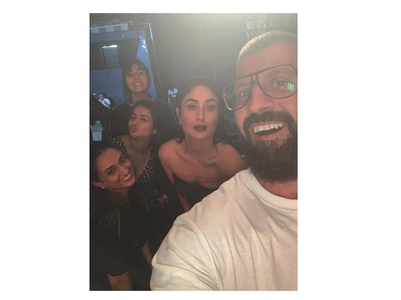 Kareena Kapoor strikes a pose with her team
