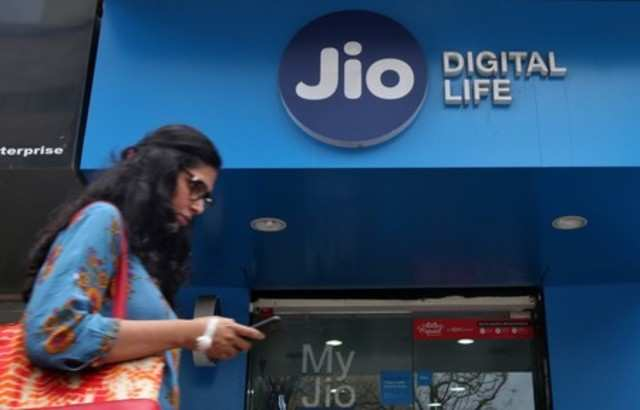 Vodafone Idea, Bharti Airtel average user revenue up; Jio's drop by 3%: CLSA