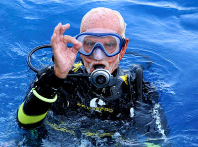 World War II veteran breaks own scuba diving record at 96
