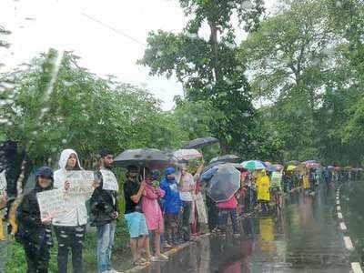 1,500 Mumbaikars form 3km-long human chain to protest