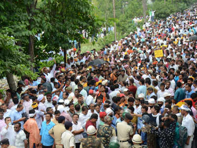 Contractual teachers hit streets, again | Patna News - Times