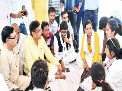 Sitting on protest, medical students accuse minister's staff