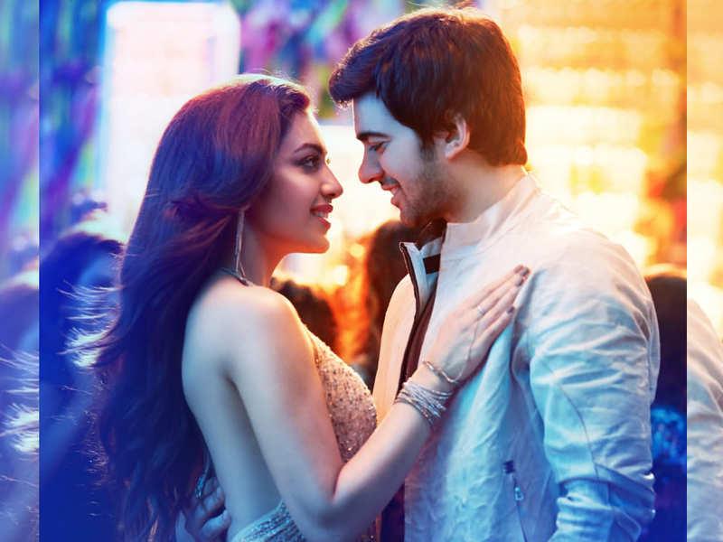 Pal Pal Dil Ke Paas' new song: 'Ishaq Chaliya' featuring Karan Deol and  Sahher Bammba is the next party anthem of the year | Hindi Movie News -  Times of India