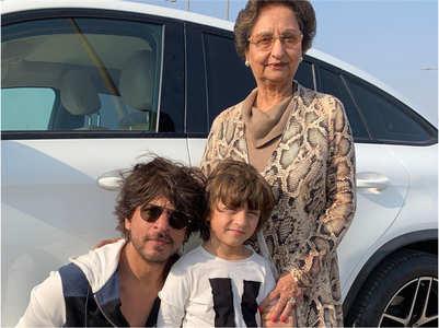 SRK-AbRam's adorable pic wins hearts