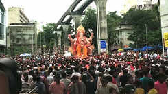 Mumbaikars gather to witness Ganesh Visarjan procession