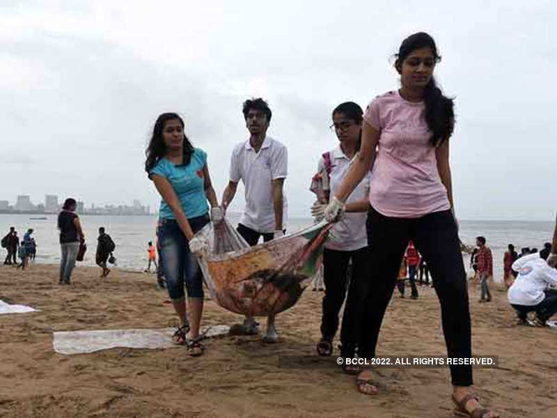 Students during the clean-up at Chowpatty Beach