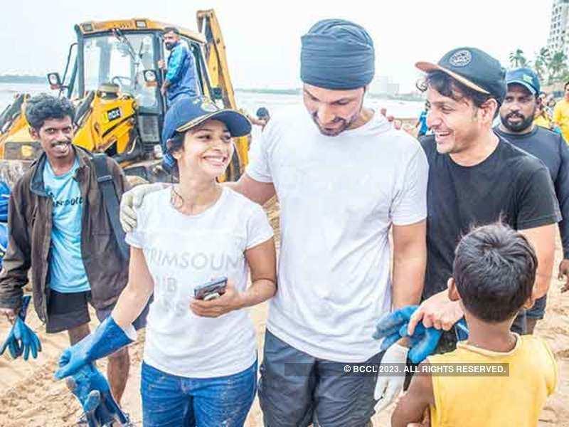 Tanishaa Mukerji with Randeep Hooda and Afroz Shah at the Versova Beach Cleanup