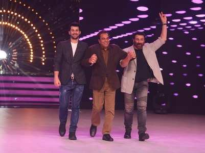 Dance Deewane: Dharmendra gets emotional