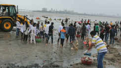 Post visarjan, beach warriors ensure Dadar Beach is cleaned up by night