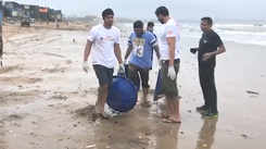 Actors Randeep Hooda and Tanishaa Mukerji  participate in Versova Beach clean-up