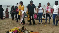 After Ganpati Visarjan, Mumbai students join beach clean-up