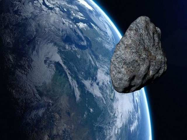 2 big asteroids flying by Earth this weekend pose no risk: NASA