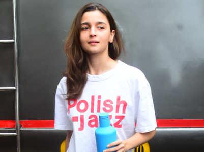 Alia Bhatt just wore a men's t-shirt. Does it belong to Ranbir Kapoor?