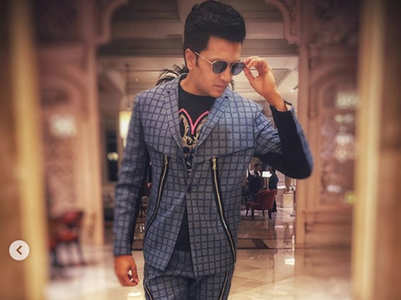 Riteish oozes style in his latest insta post