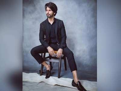 Shahid looks dapper in an all-black attire