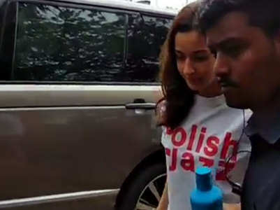 Alia irks netizen for scolding her bodyguard