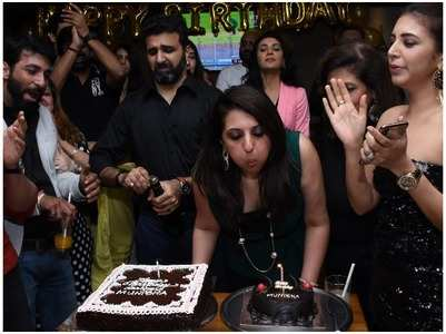 Munisha's bash turns out to be a romantic affair