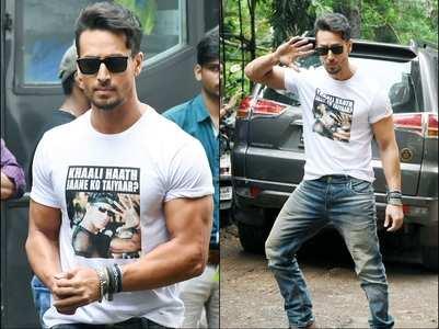 Pics: Hrithik-Tiger's t-shirt war continues
