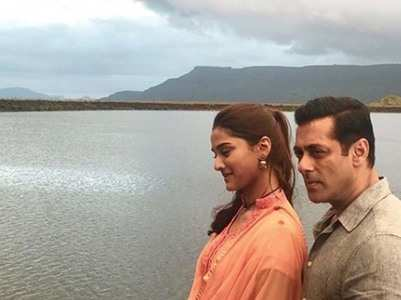 Wow! Salman shares a BTS picture with Saiee