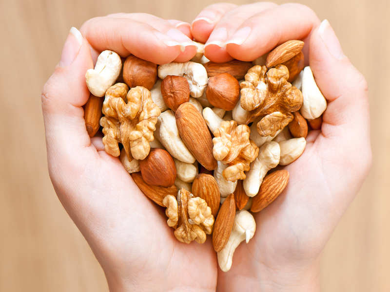 Can eating nuts help in fighting against the risk of obesity?