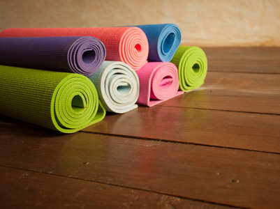 How to clean the germs on your yoga mat