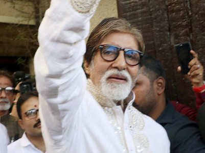 Watch: BigB steps out to greet his fans