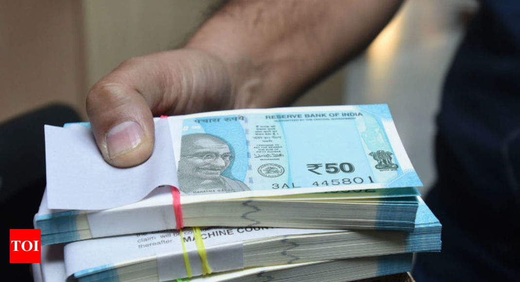 Ru Pares Gains Settle Up 5 Paise At 71 02 Amid Spike In