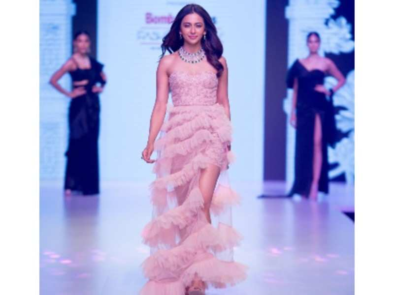 Day Two Bombay Times Fashion Week 2019 Saw Some Dazzling Jewellery Collection With Some Indian Attire Showcased By Avantika Parwani Events Movie News Times Of India