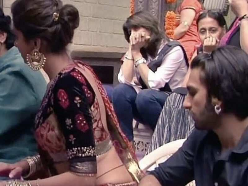 Ranveer Singh shares a hilarious picture stalking Deepika ...