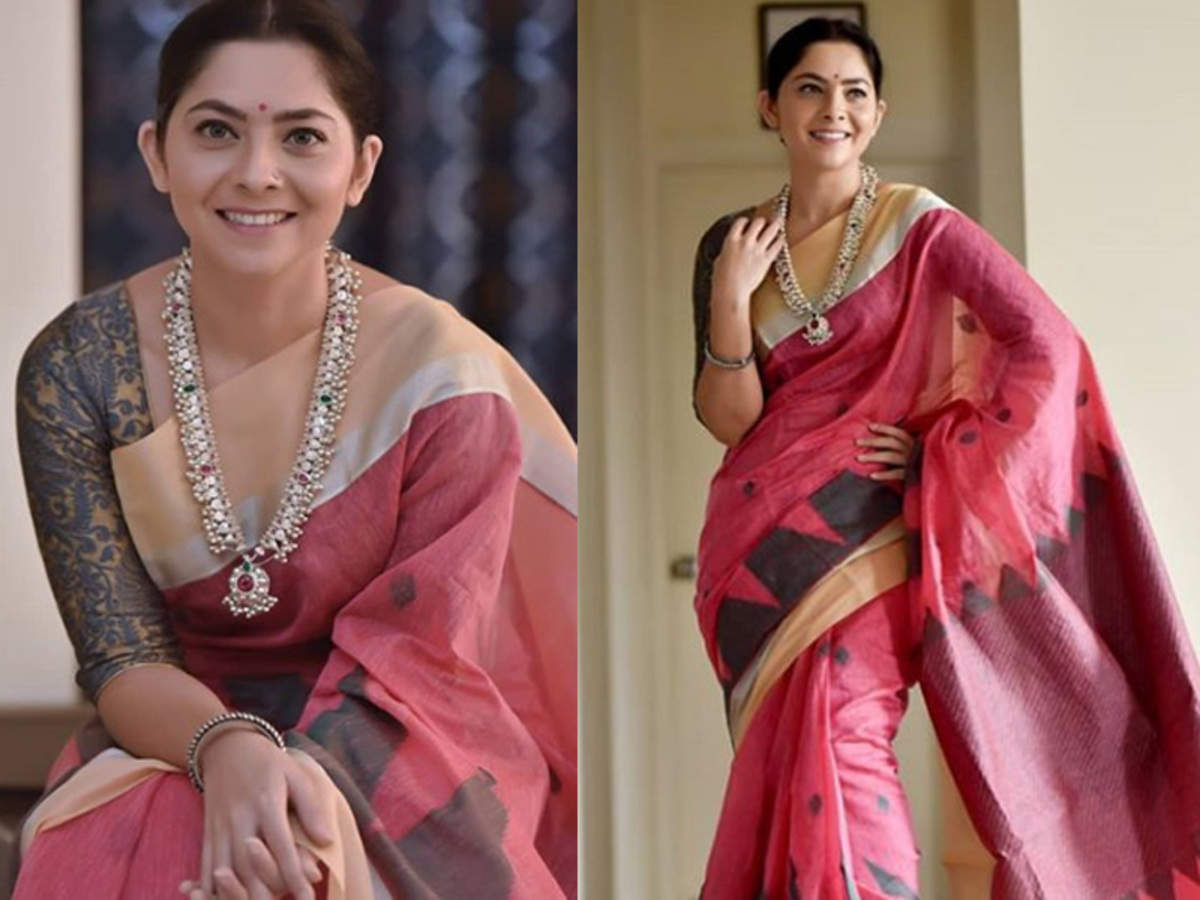 Photo: Sonalee Kulkarni is a sight to behold in This traditional outfit | Marathi Movie News - Times of India