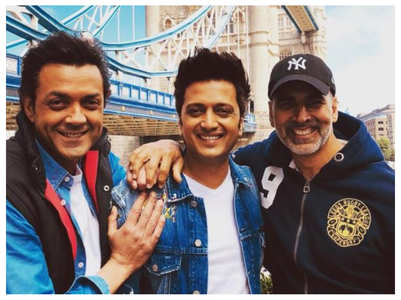 Watch: Akki's funny reply to Riteish's video