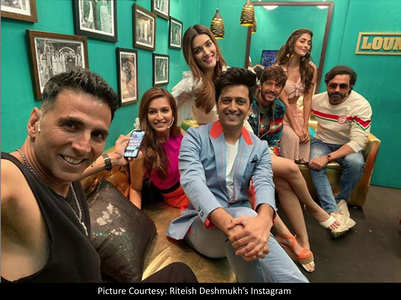 Team Housefull 4 share an epic selfie