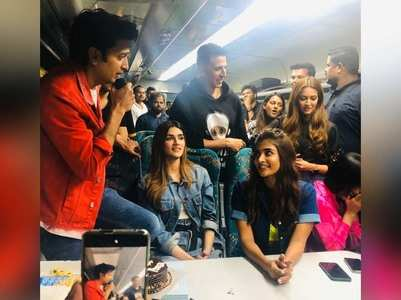 Housefull 4 cast play Antakshari in a train