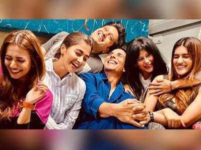 Kriti's pajama party with 'Housefull 4' cast