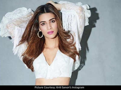 Kriti is a sight to behold in her latest pics