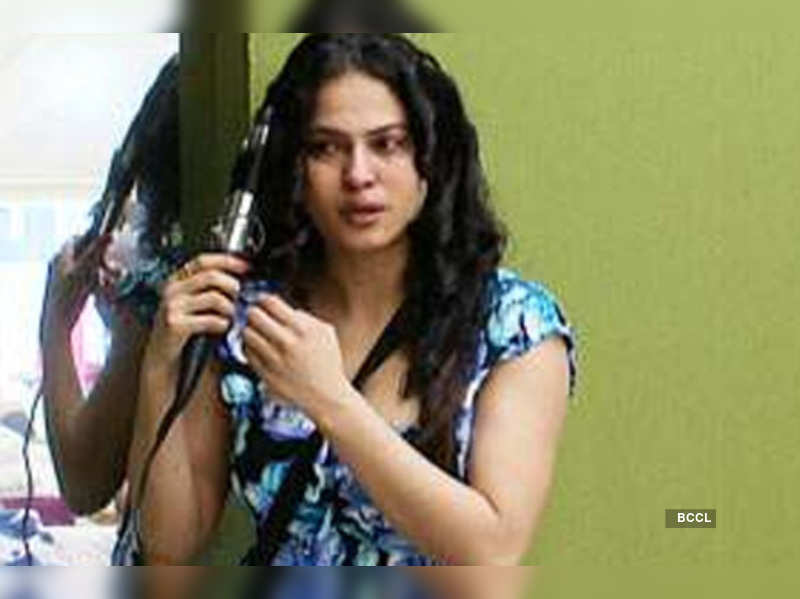 """Veena Malik in a still from 'Bigg Boss' <a href=""""http://photogallery.indiatimes.com/articleshow/7123290.cms"""" target=""""_blank"""">More Pics</a>"""