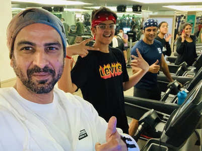 Ronit Roy works out with his entire family