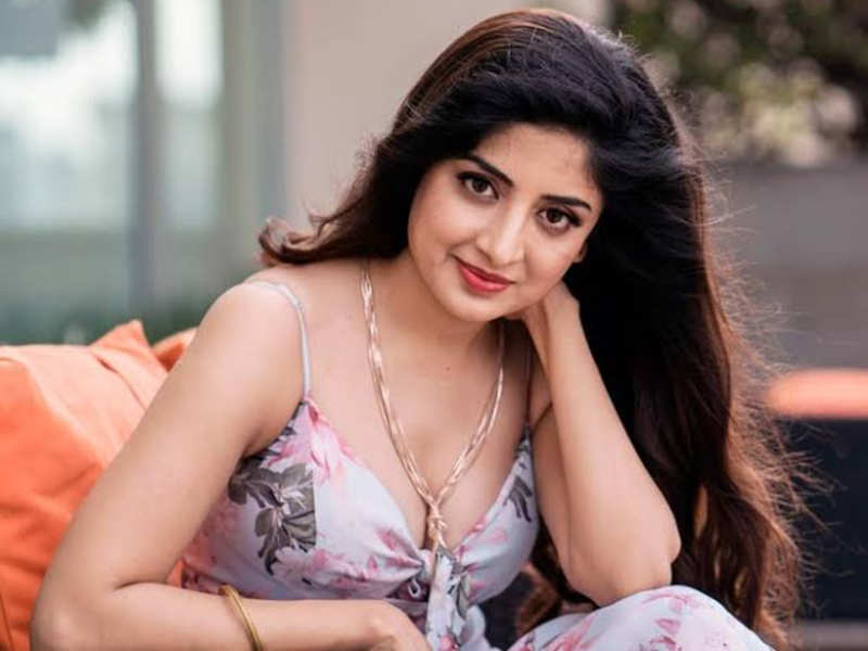 Happy Birthday Poonam Kaur: Check out the actress' beautiful pics ...