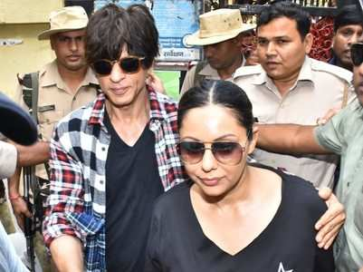 Shah Rukh Khan along with Gauri cast vote